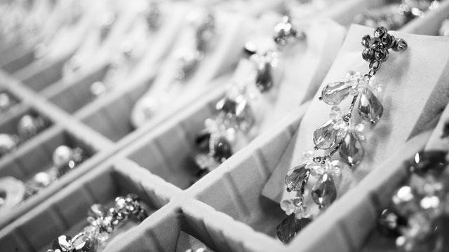 """Counterfeit Jewelry and Luxury Goods: How to Fight the """"Fakes"""" Market?"""